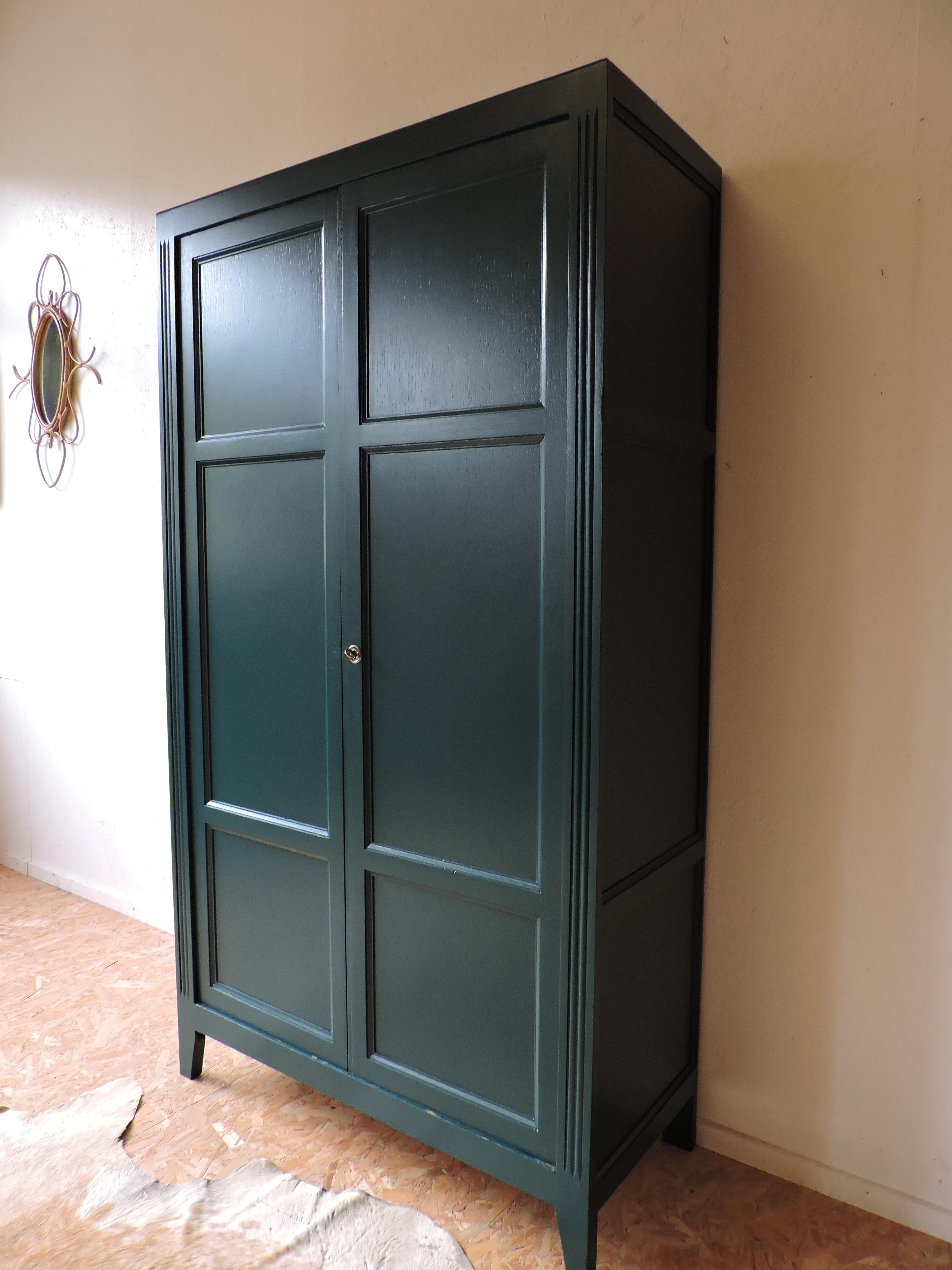armoire parisienne années 4050 revisitée en vert canard